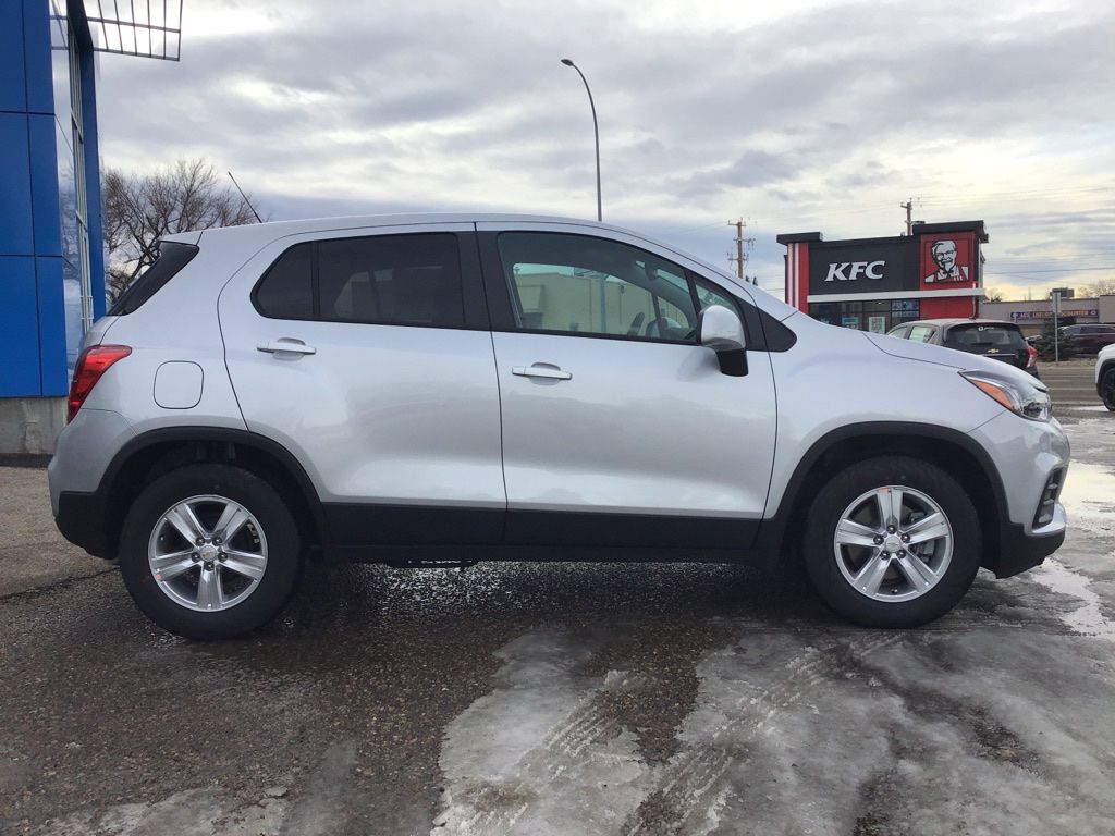 Silver 2021 Chevrolet Trax Sunroof Photo in Brooks AB