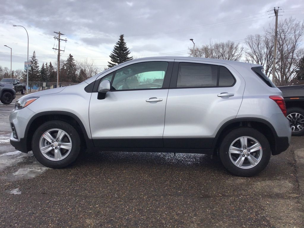 Silver 2021 Chevrolet Trax Left Front Corner Photo in Brooks AB