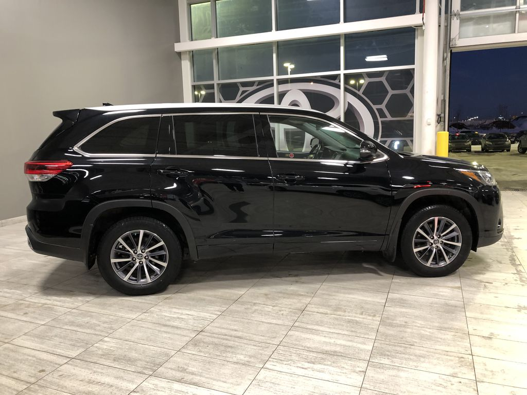 Black 2018 Toyota Highlander XLE | Extended Warranty Included Right Rear Corner Photo in Edmonton AB