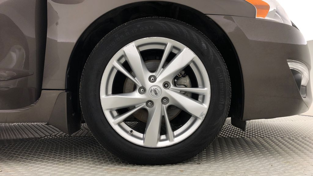 Brown[Java Metallic] 2014 Nissan Altima SV - Sunroof, Automatic, Alloy Wheels, LOW KMs Right Front Rim and Tire Photo in Winnipeg MB
