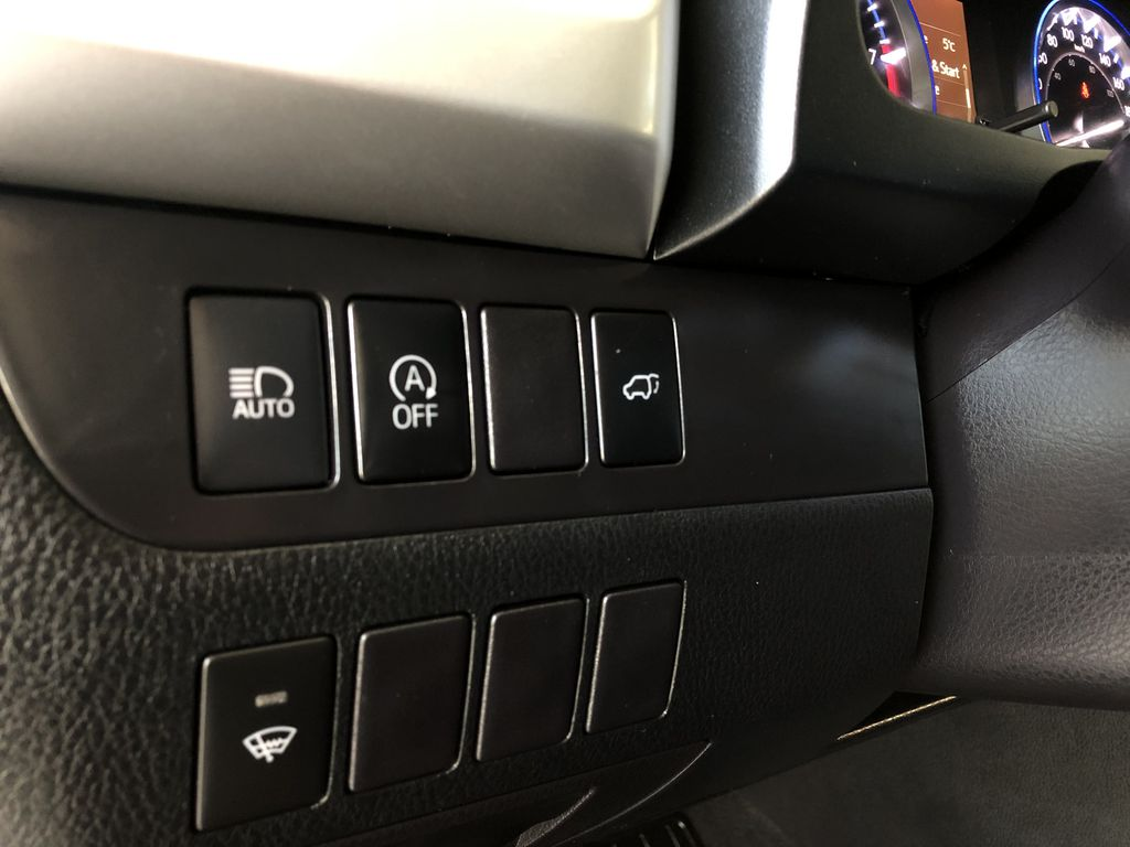 Grey 2019 Toyota Highlander XLE   Extended Warranty Included Right Side Photo in Edmonton AB