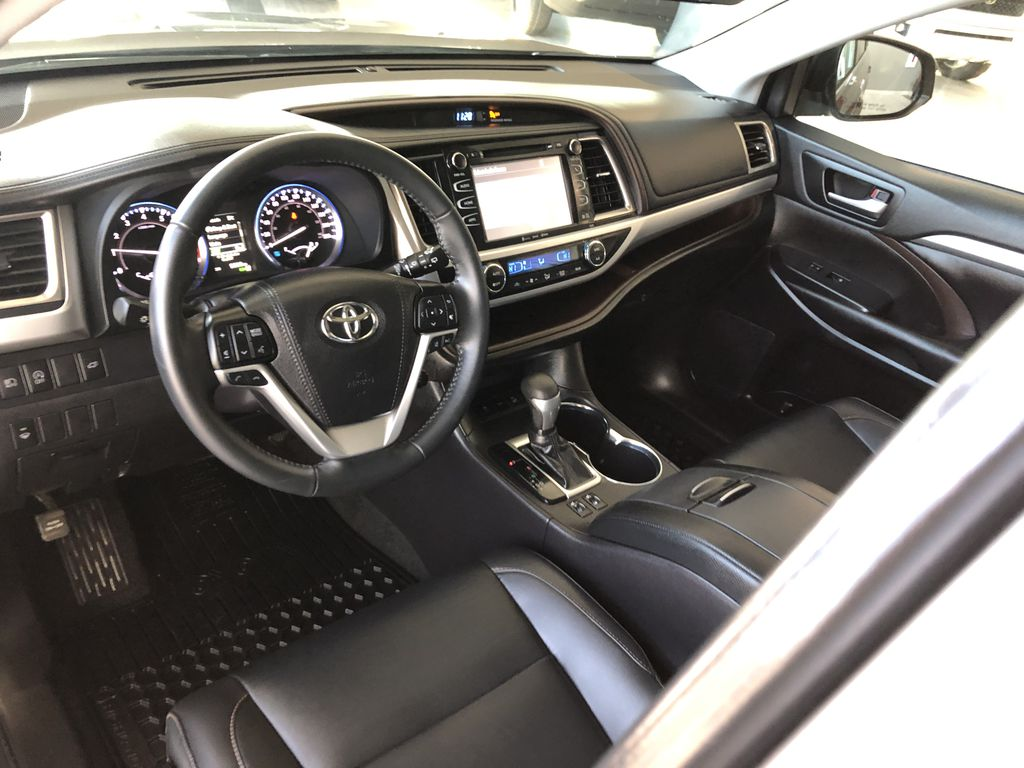 Grey 2019 Toyota Highlander XLE   Extended Warranty Included Left Driver Controlled Options Photo in Edmonton AB