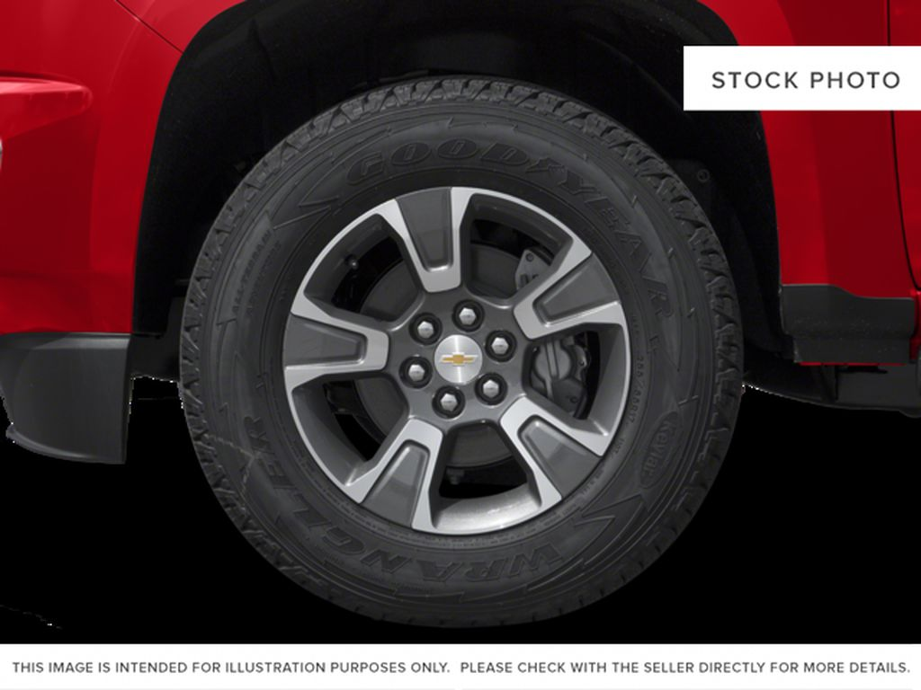 Gray[Cyber Grey Metallic] 2017 Chevrolet Colorado Left Front Rim and Tire Photo in Fort Macleod AB
