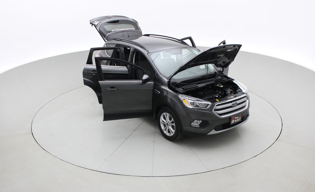 Gray[Magnetic] 2017 Ford Escape SE 4WD - Backup Camera, Power Liftgate, Bluetooth Left Front Corner Photo in Winnipeg MB