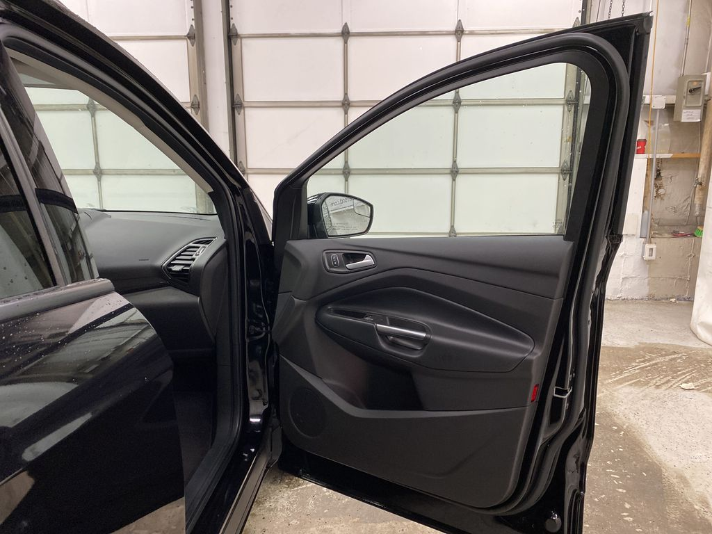 2019 Ford Escape Right Front Interior Door Panel Photo in Dartmouth NS