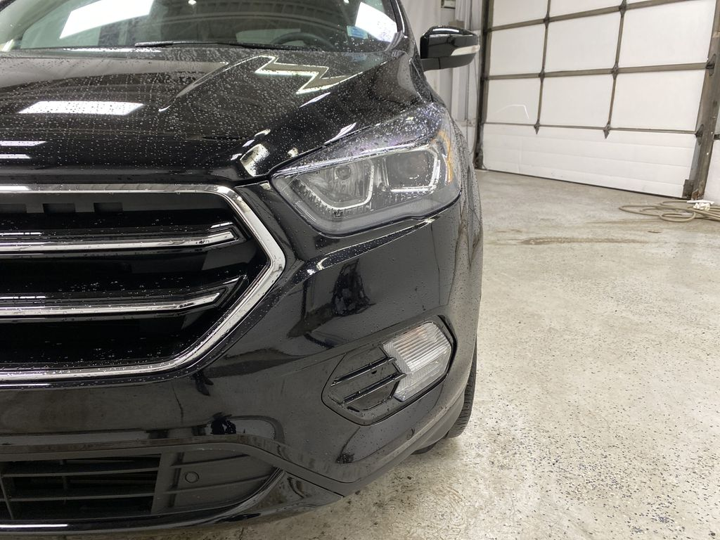 2019 Ford Escape Left Front Head Light / Bumper and Grill in Dartmouth NS