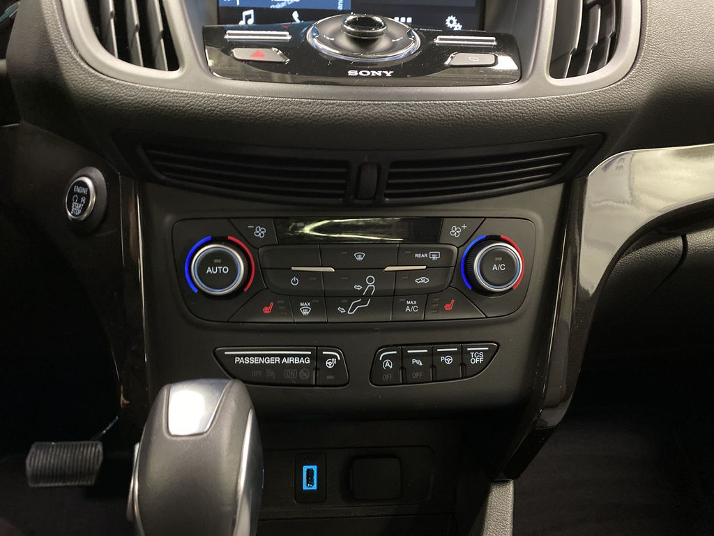 2019 Ford Escape Central Dash Options Photo in Dartmouth NS