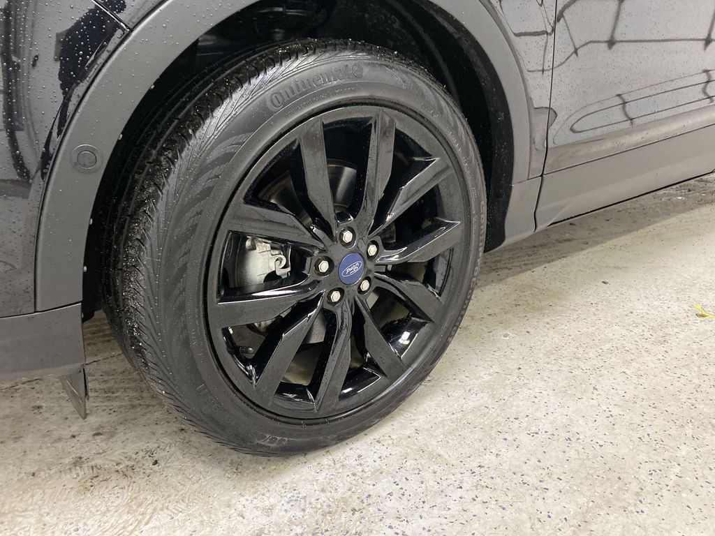2019 Ford Escape Left Front Rim and Tire Photo in Dartmouth NS