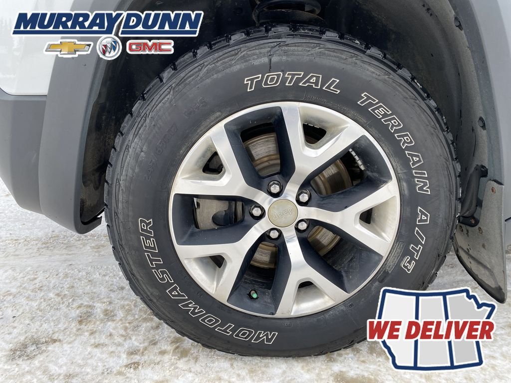 White[Bright White] 2016 Jeep Cherokee Left Front Rim and Tire Photo in Nipawin SK