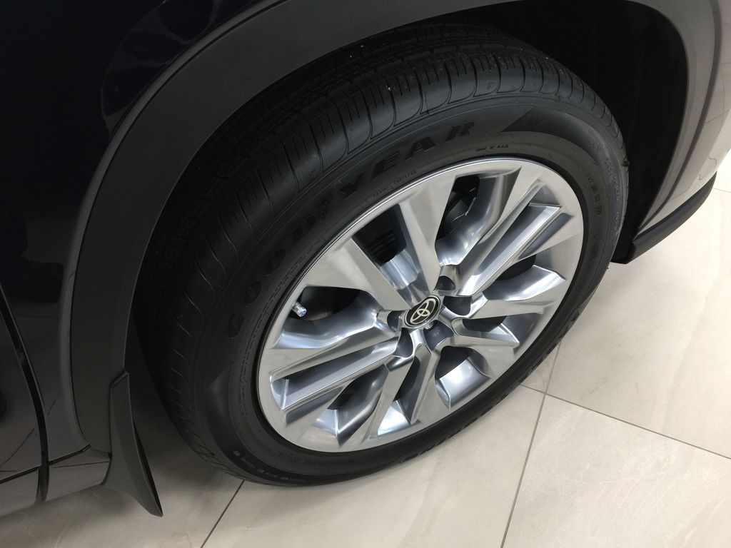 Blue[Blueprint] 2021 Toyota Highlander Limited Right Front Rim and Tire Photo in Sherwood Park AB