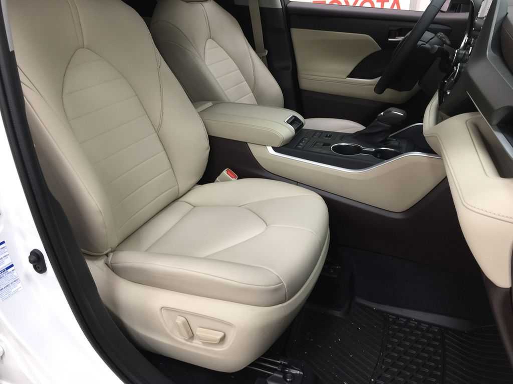 White[Blizzard Pearl] 2020 Toyota Highlander XLE AWD Right Side Front Seat  Photo in Sherwood Park AB