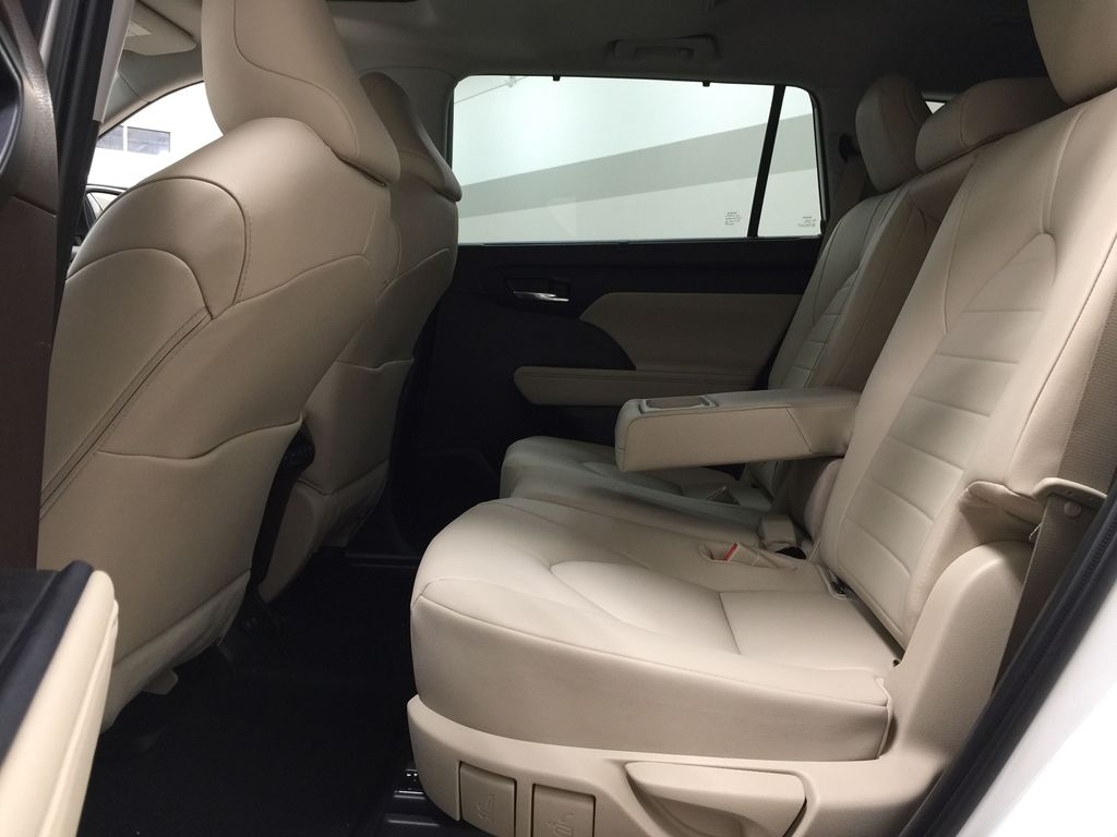 White[Blizzard Pearl] 2020 Toyota Highlander XLE AWD Left Side Rear Seat  Photo in Sherwood Park AB