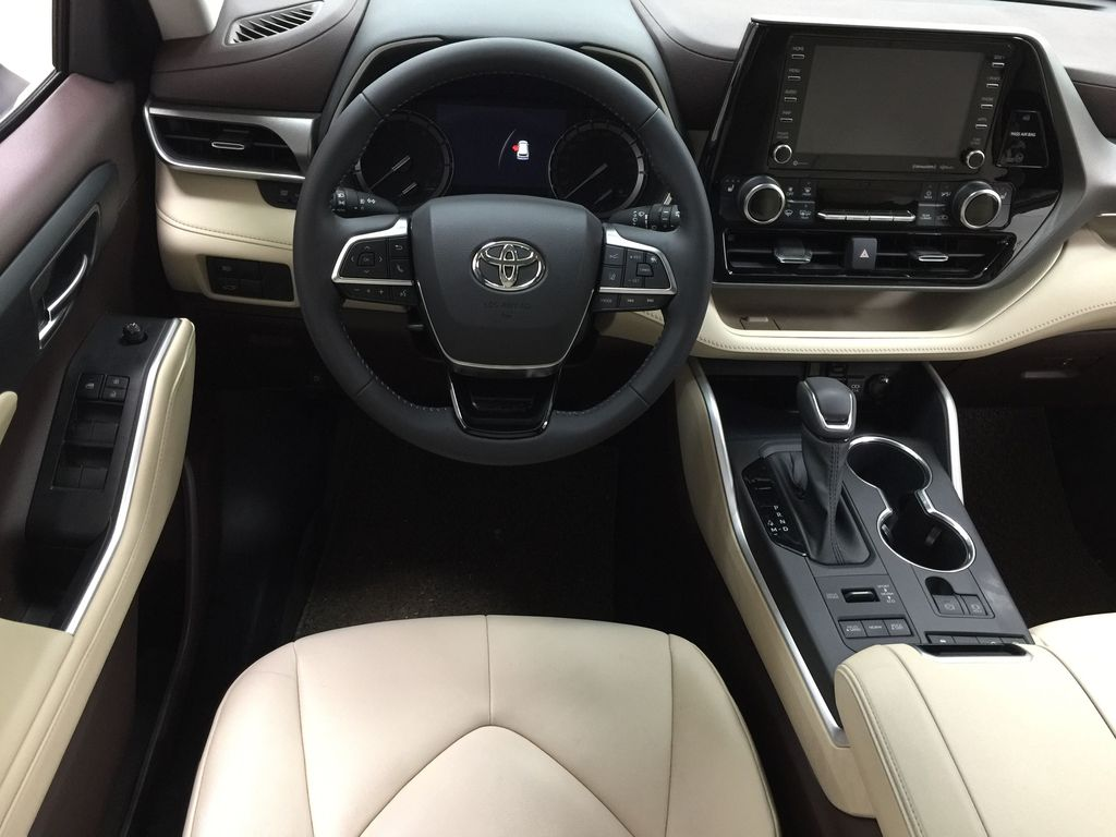 White[Blizzard Pearl] 2020 Toyota Highlander XLE AWD Left Front Seat Photo in Sherwood Park AB