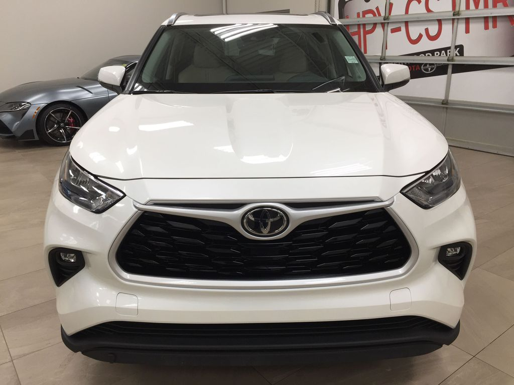 White[Blizzard Pearl] 2020 Toyota Highlander XLE AWD Front Vehicle Photo in Sherwood Park AB
