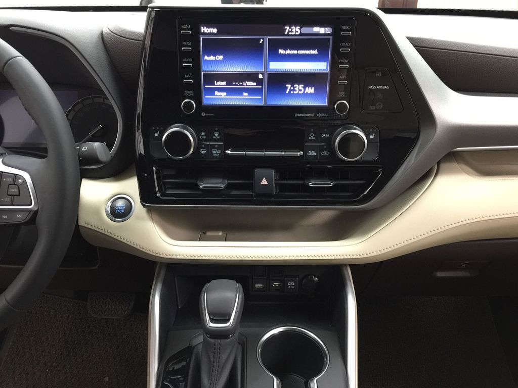 White[Blizzard Pearl] 2020 Toyota Highlander XLE AWD Central Dash Options Photo in Sherwood Park AB