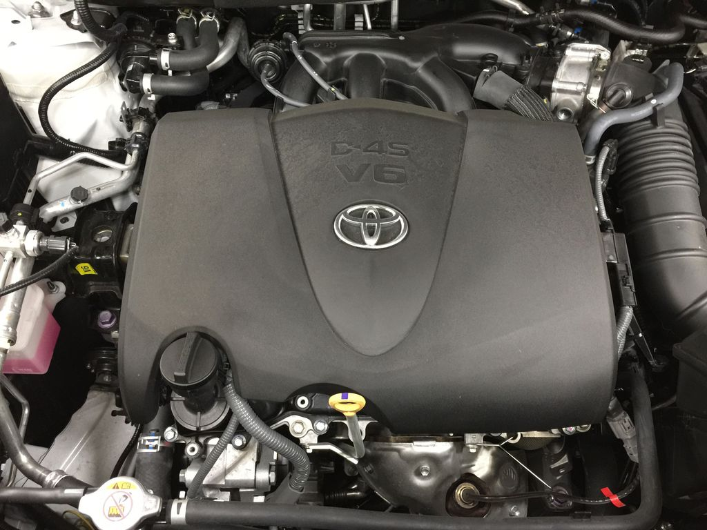 White[Blizzard Pearl] 2020 Toyota Highlander XLE AWD Engine Compartment Photo in Sherwood Park AB