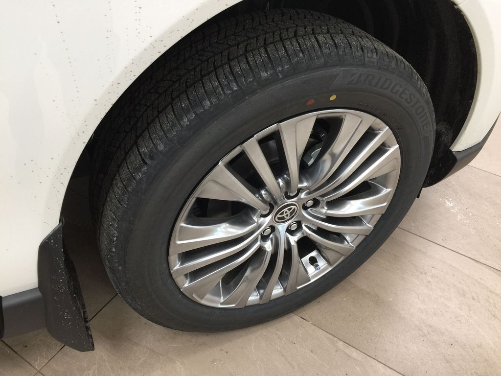 White[Blizzard Pearl] 2021 Toyota Venza XLE Hybrid Right Front Rim and Tire Photo in Sherwood Park AB