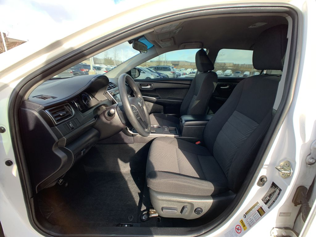 White 2017 Toyota Camry Hybrid STOCK NOT FOUND Central Dash Options Photo in Brampton ON