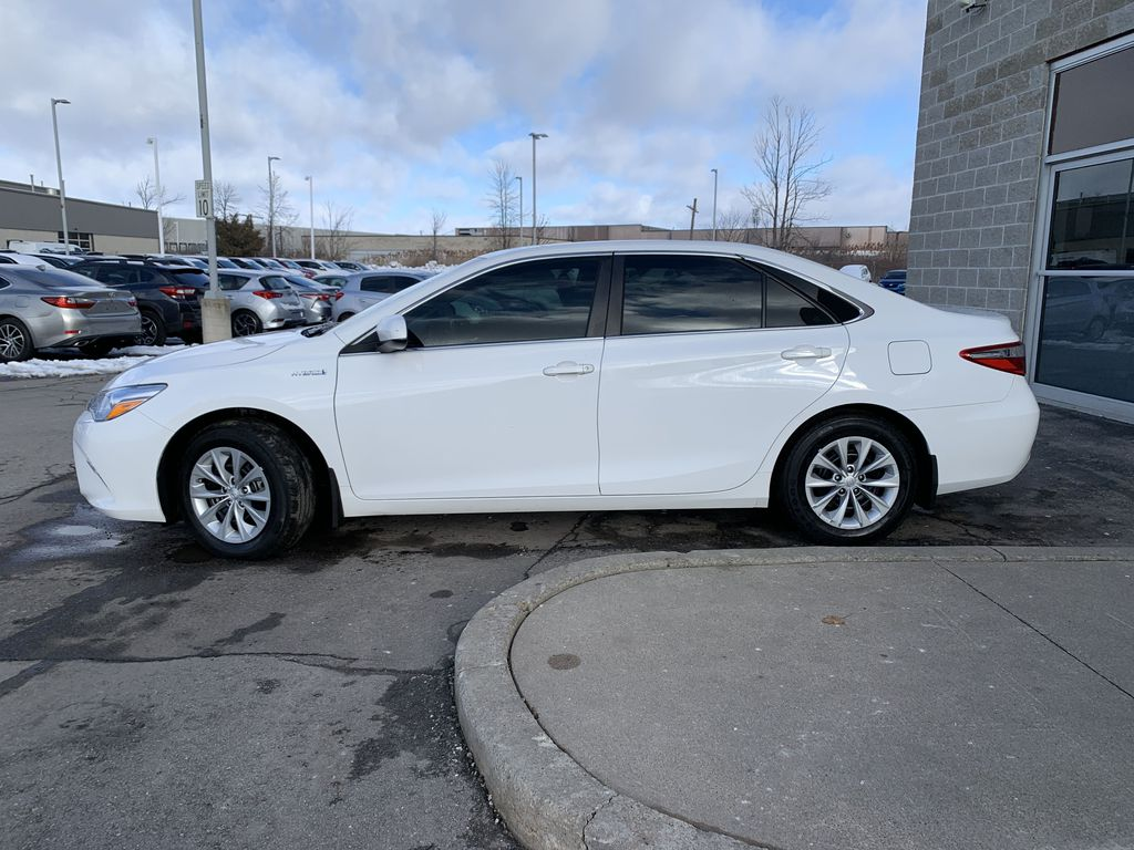 White 2017 Toyota Camry Hybrid STOCK NOT FOUND Left Front Rim and Tire Photo in Brampton ON