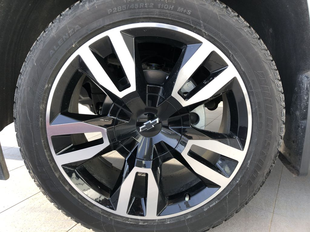 Silver[Silver Ice Metallic] 2019 Chevrolet Tahoe Left Front Rim and Tire Photo in Edmonton AB