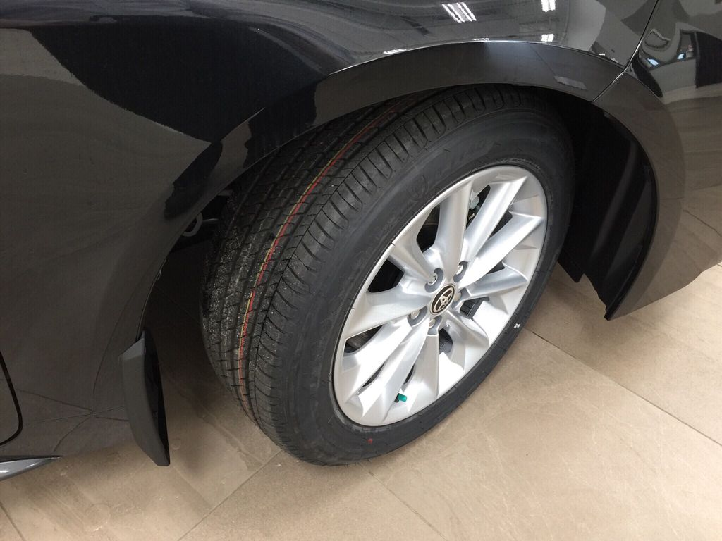 Black[Black Sand Pearl] 2021 Toyota Corolla SE Right Front Rim and Tire Photo in Sherwood Park AB