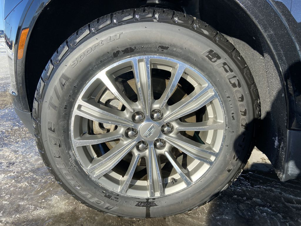 Black[Stellar Black Metallic] 2017 Cadillac XT5 Luxury Left Front Rim and Tire Photo in Calgary AB