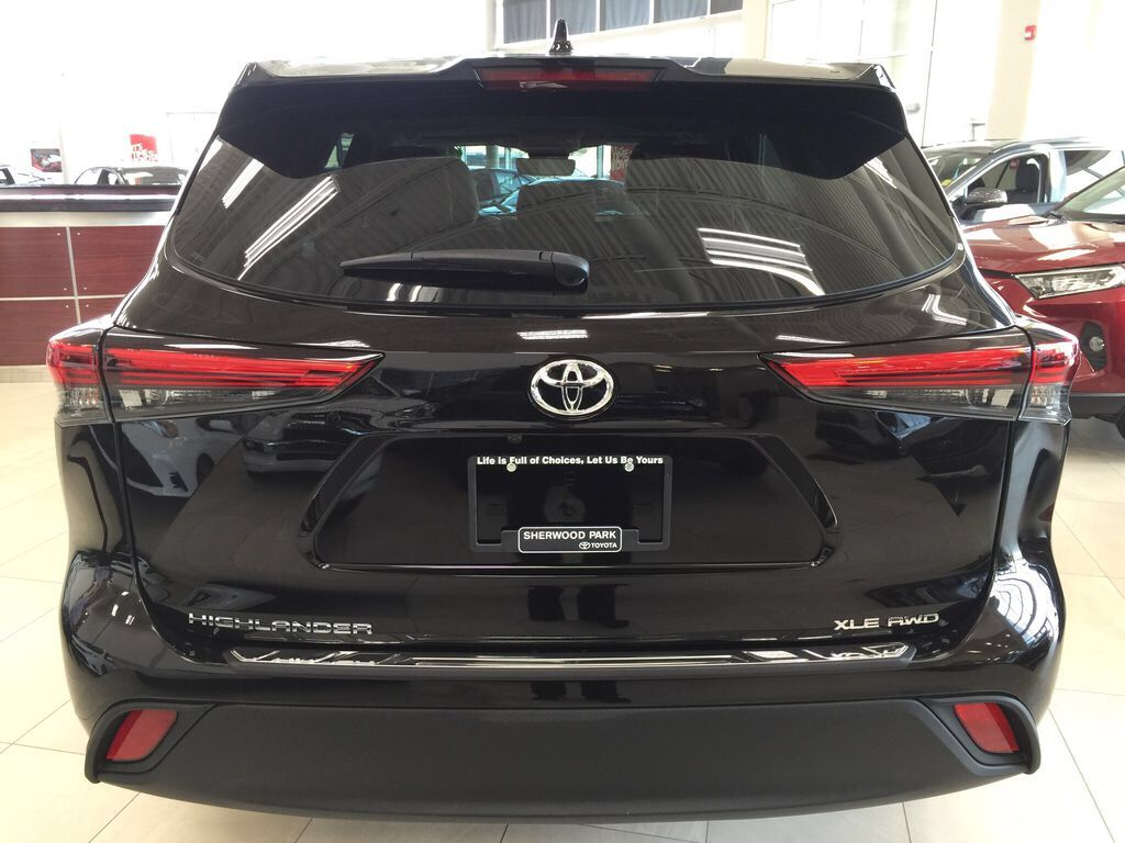 Brown[Opulent Amber] 2021 Toyota Highlander XLE Rear of Vehicle Photo in Sherwood Park AB