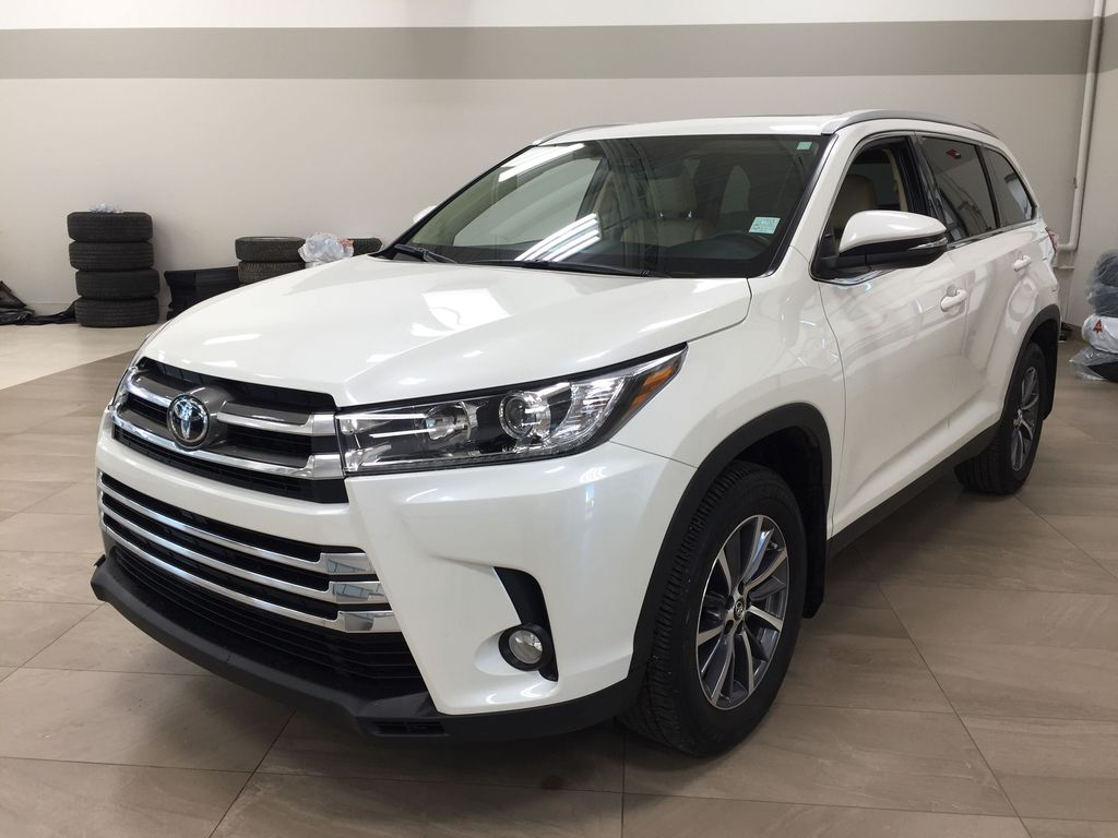White[Blizzard Pearl] 2019 Toyota Highlander XLE AWD Left Front Corner Photo in Sherwood Park AB