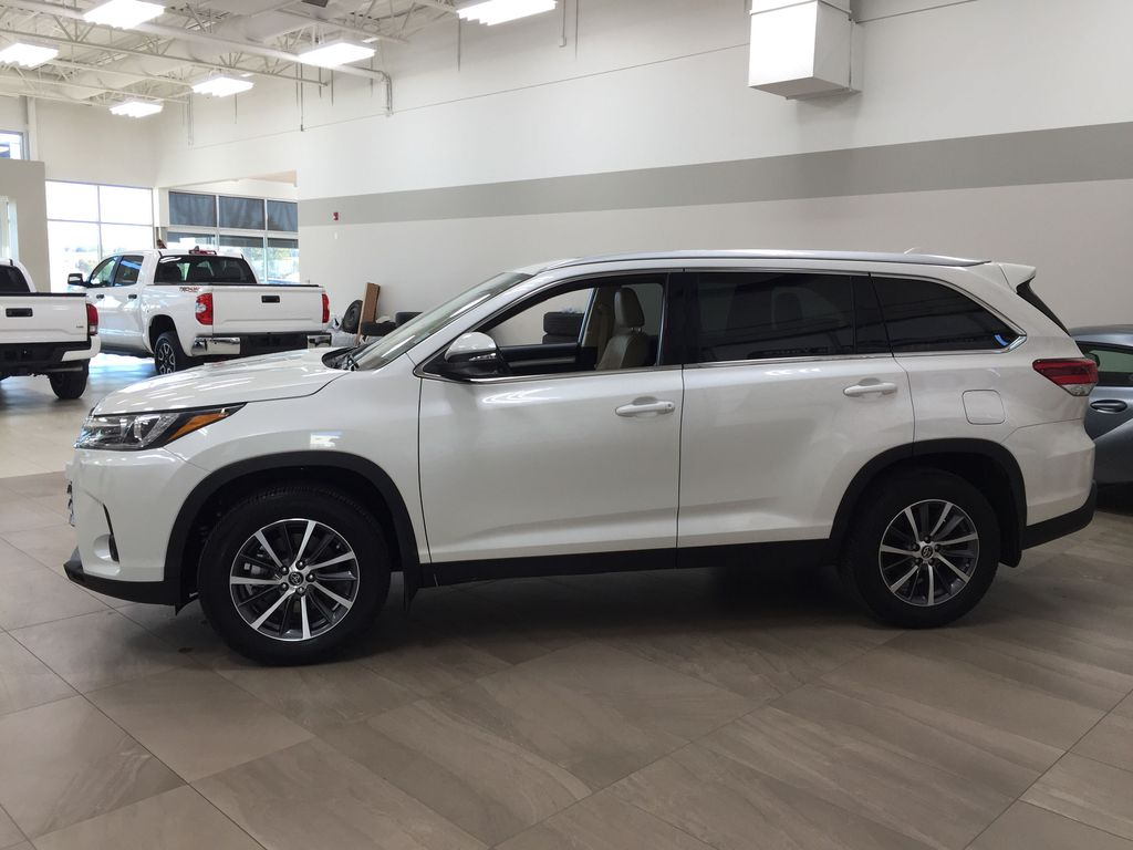 White[Blizzard Pearl] 2019 Toyota Highlander XLE AWD Left Side Photo in Sherwood Park AB
