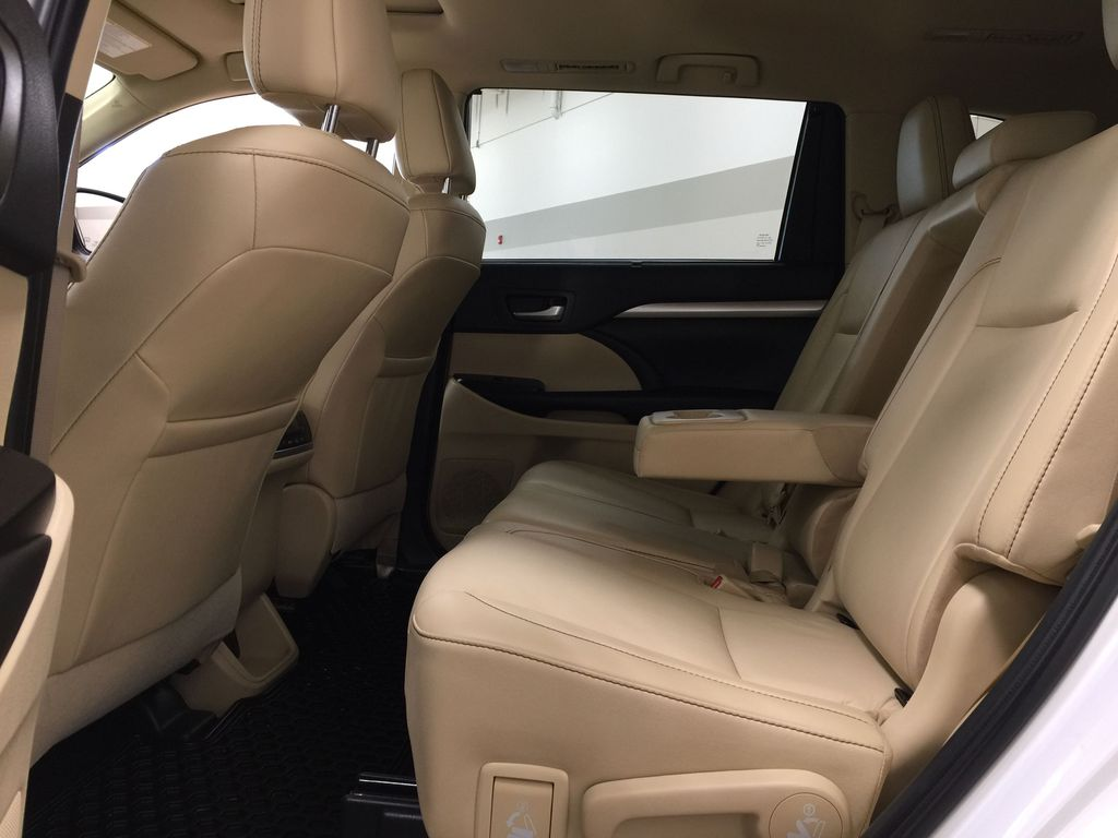 White[Blizzard Pearl] 2019 Toyota Highlander XLE AWD Left Side Rear Seat  Photo in Sherwood Park AB