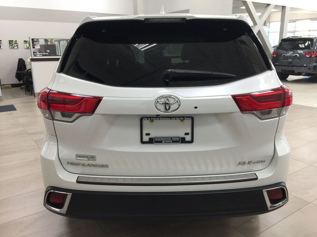 White[Blizzard Pearl] 2019 Toyota Highlander XLE AWD Rear of Vehicle Photo in Sherwood Park AB