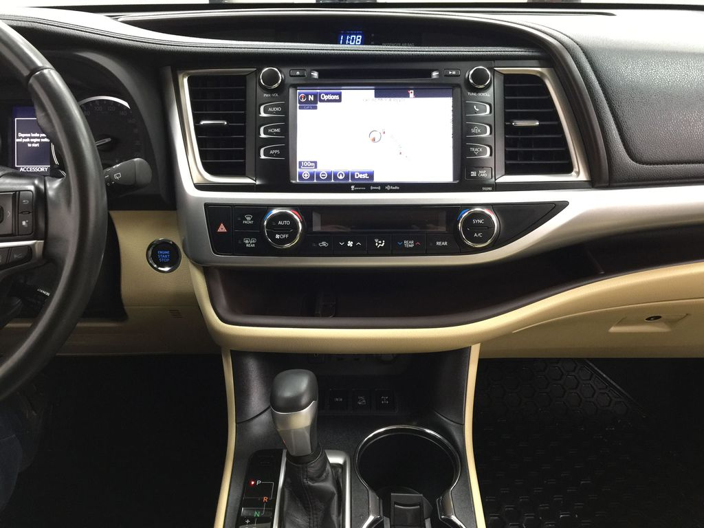 White[Blizzard Pearl] 2019 Toyota Highlander XLE AWD Central Dash Options Photo in Sherwood Park AB