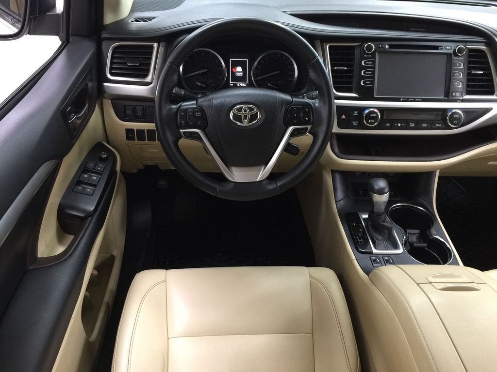 White[Blizzard Pearl] 2019 Toyota Highlander XLE AWD Left Front Seat Photo in Sherwood Park AB