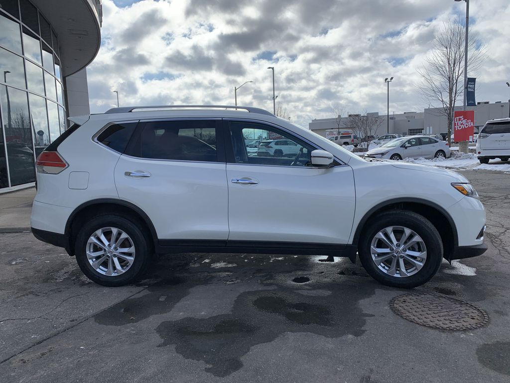 White 2016 Nissan Rogue Front Vehicle Photo in Brampton ON