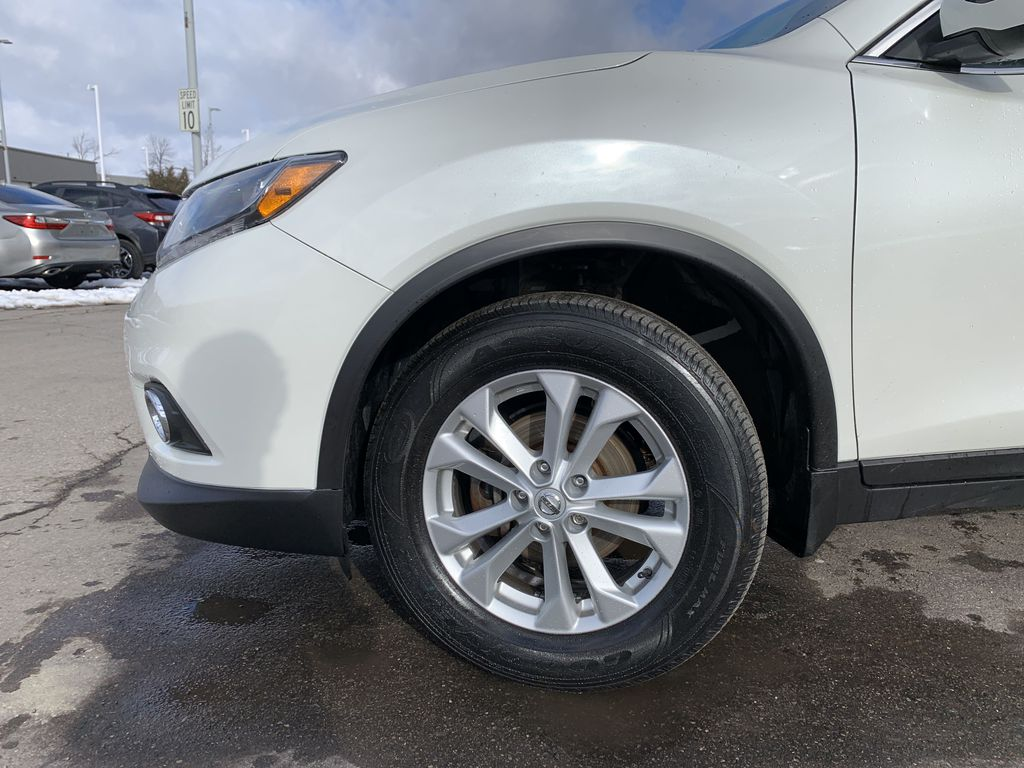 White 2016 Nissan Rogue Left Front Corner Photo in Brampton ON