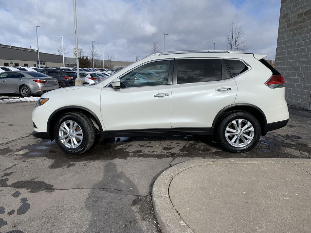 White 2016 Nissan Rogue Left Front Rim and Tire Photo in Brampton ON