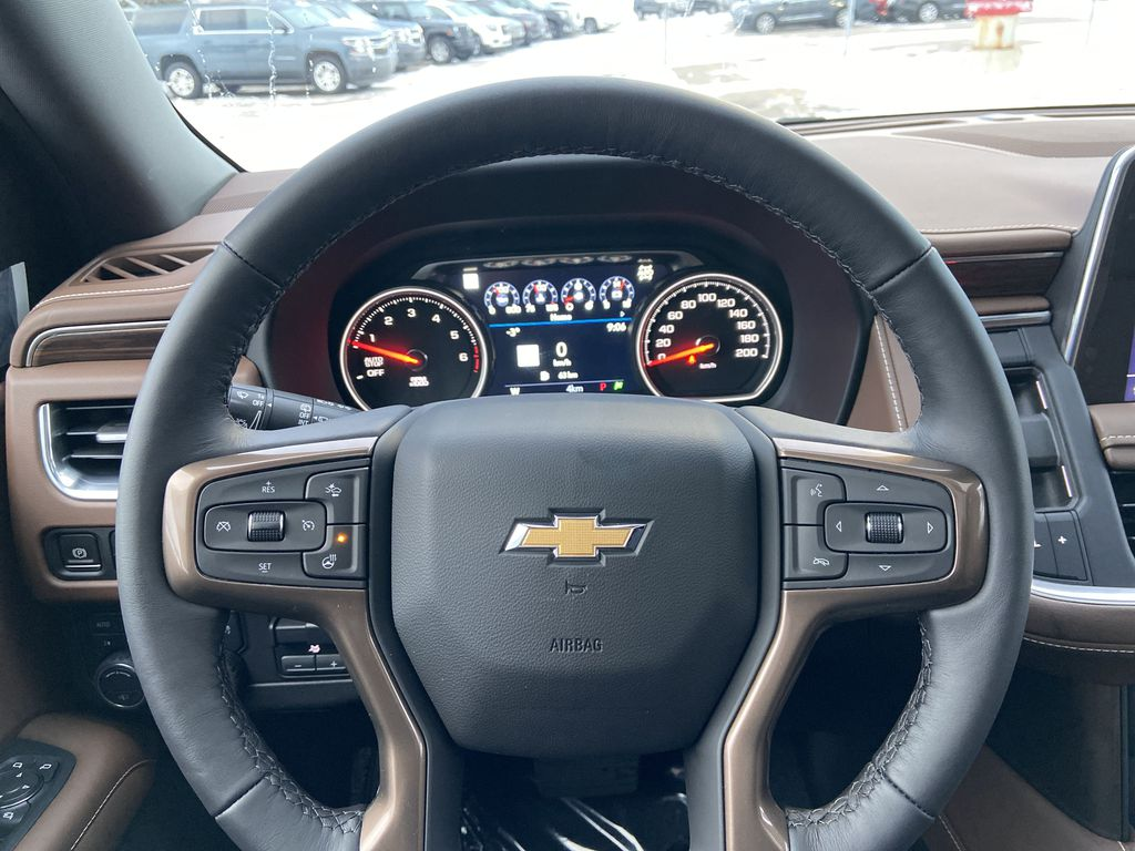 White[Iridescent Pearl Tricoat] 2021 Chevrolet Suburban High Country Steering Wheel and Dash Photo in Calgary AB