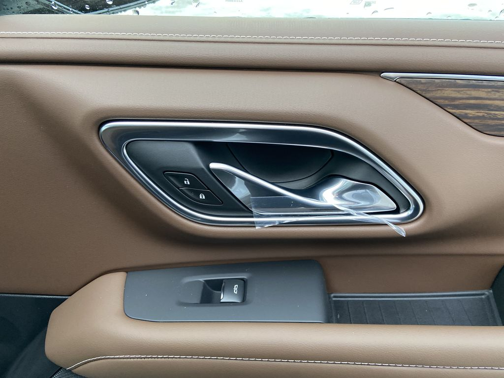 White[Iridescent Pearl Tricoat] 2021 Chevrolet Suburban High Country Passenger Front Door Controls Photo in Calgary AB