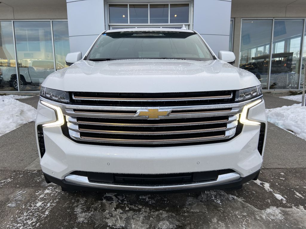 White[Iridescent Pearl Tricoat] 2021 Chevrolet Suburban High Country Front Vehicle Photo in Calgary AB
