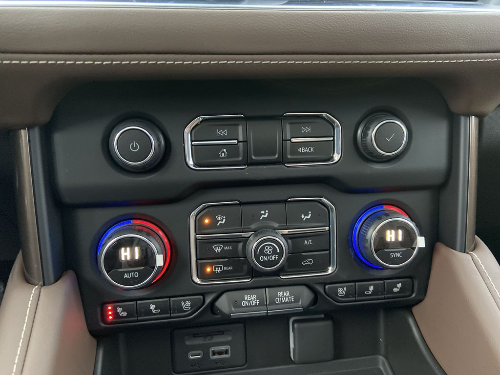 White[Iridescent Pearl Tricoat] 2021 Chevrolet Suburban High Country Central Dash Options Photo in Calgary AB