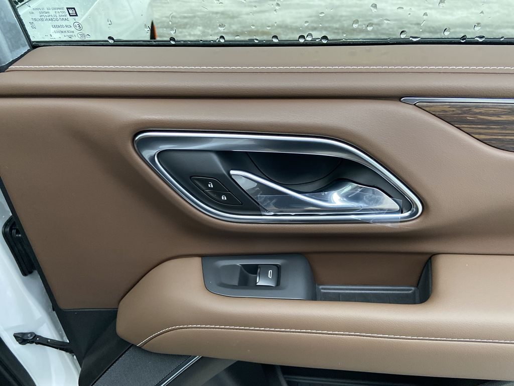 White[Iridescent Pearl Tricoat] 2021 Chevrolet Suburban High Country Passenger Rear Door Controls Photo in Calgary AB