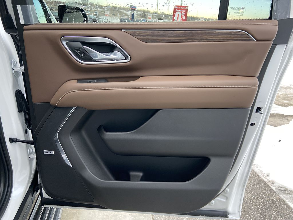 White[Iridescent Pearl Tricoat] 2021 Chevrolet Suburban High Country Right Rear Interior Door Panel Photo in Calgary AB