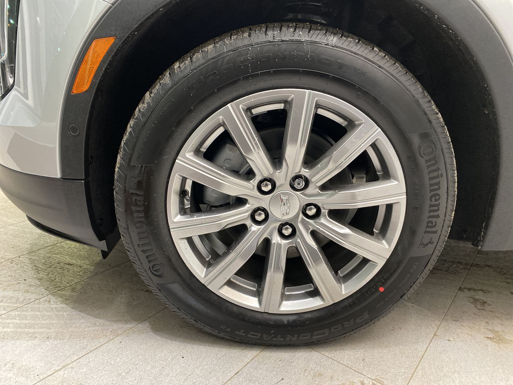 Silver[Radiant Silver Metallic] 2021 Cadillac XT4 Left Front Rim and Tire Photo in Edmonton AB