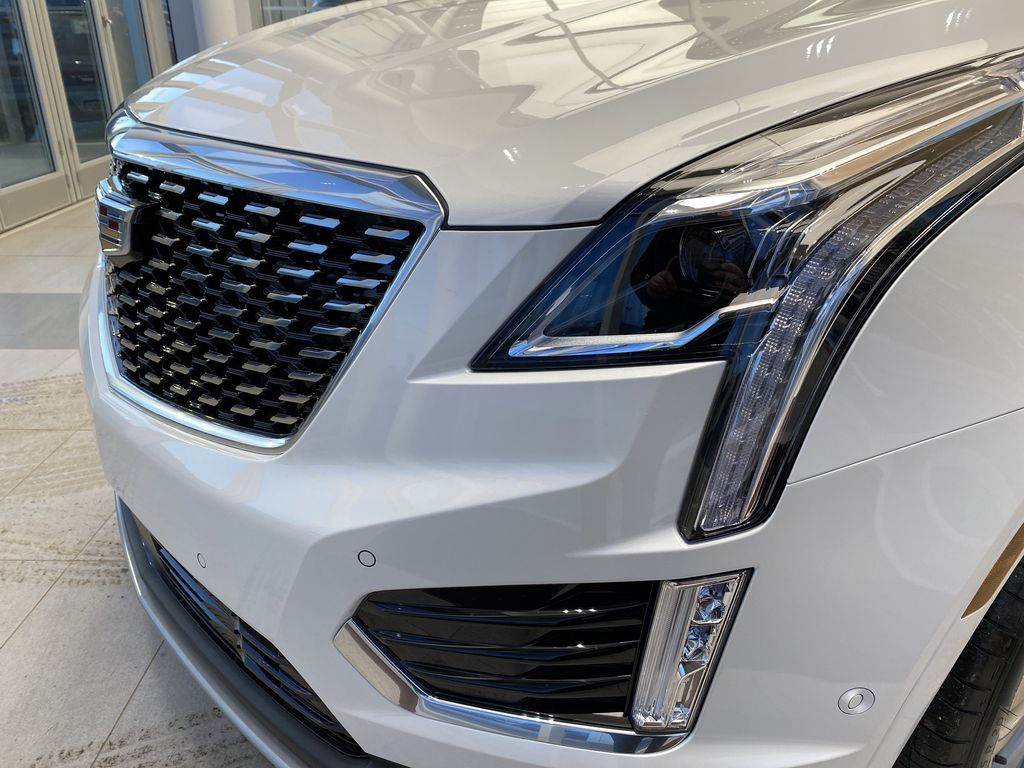White[Crystal White Tricoat] 2021 Cadillac XT5 Left Front Head Light / Bumper and Grill in Edmonton AB