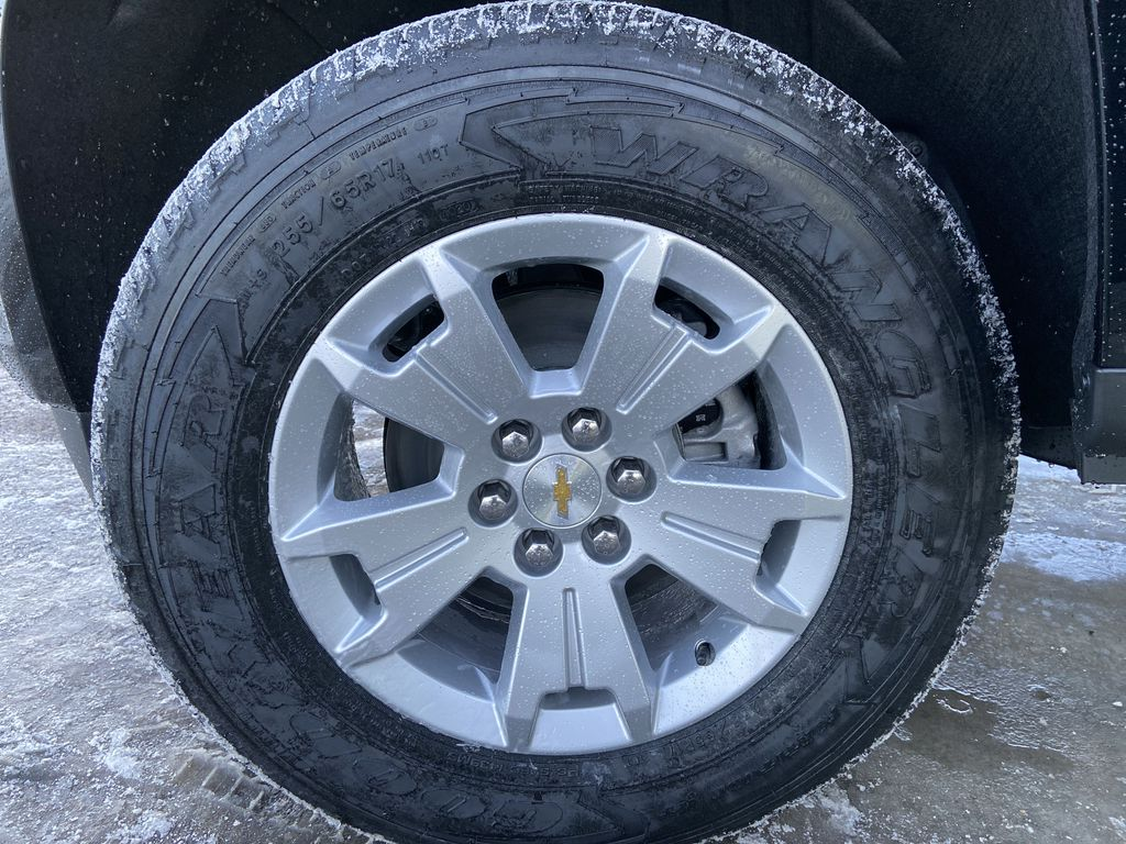 Black[Black] 2021 Chevrolet Colorado LT Left Front Rim and Tire Photo in Calgary AB