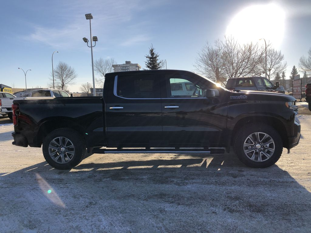 Black[Black] 2021 Chevrolet Silverado 1500 Right Side Photo in Edmonton AB