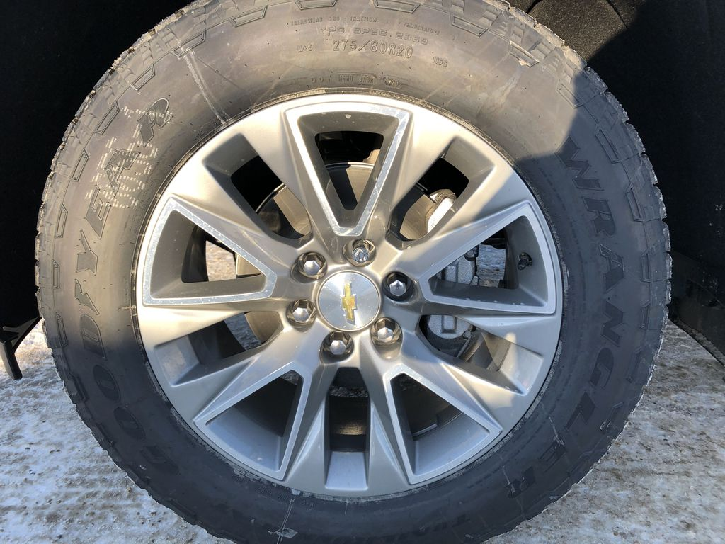 Black[Black] 2021 Chevrolet Silverado 1500 Left Front Rim and Tire Photo in Edmonton AB