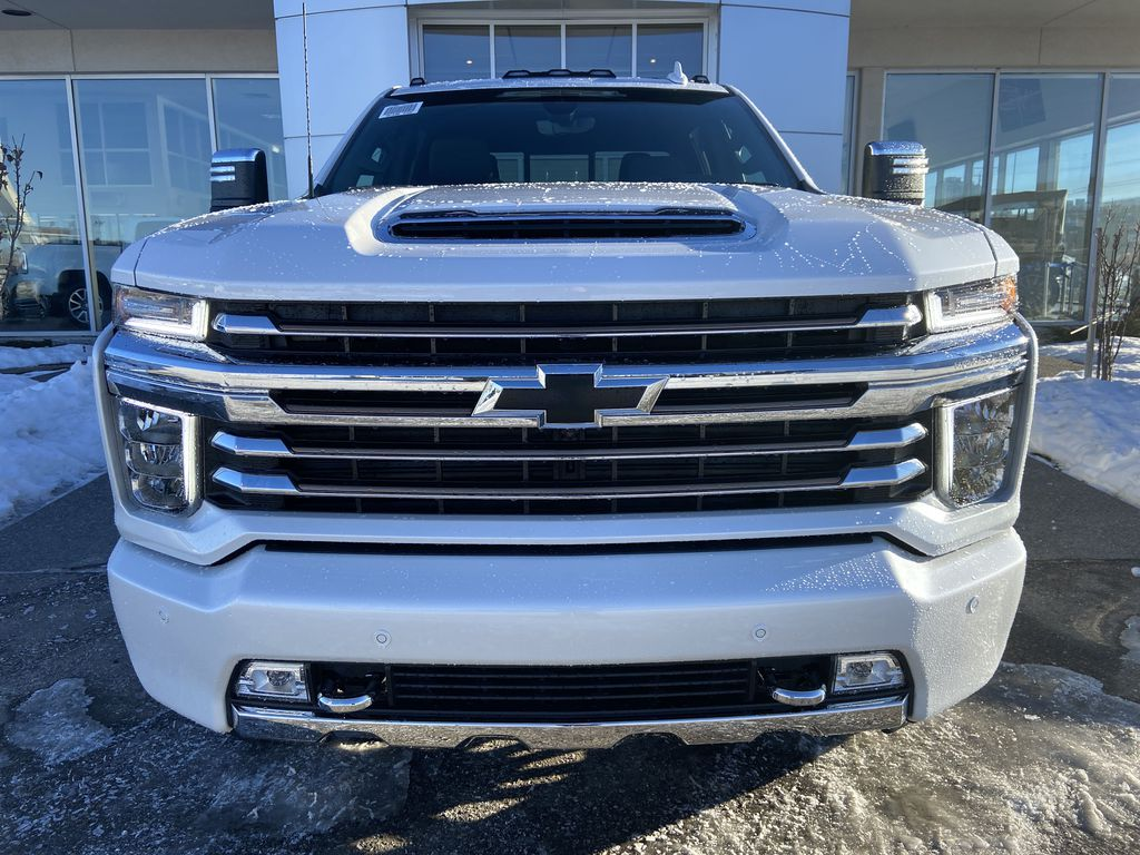 White[Iridescent Pearl Tricoat] 2021 Chevrolet Silverado 3500HD High Country Front Vehicle Photo in Calgary AB