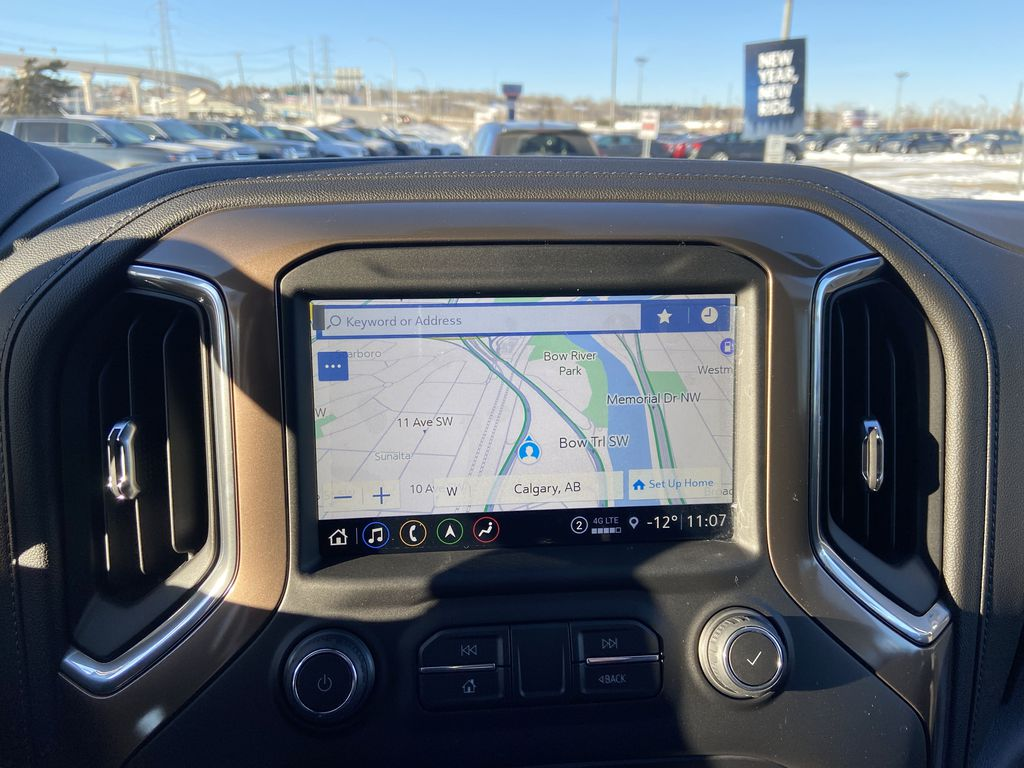 White[Iridescent Pearl Tricoat] 2021 Chevrolet Silverado 3500HD High Country Navigation Screen Closeup Photo in Calgary AB