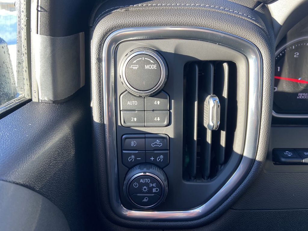 White[Iridescent Pearl Tricoat] 2021 Chevrolet Silverado 3500HD High Country Center Console Photo in Calgary AB